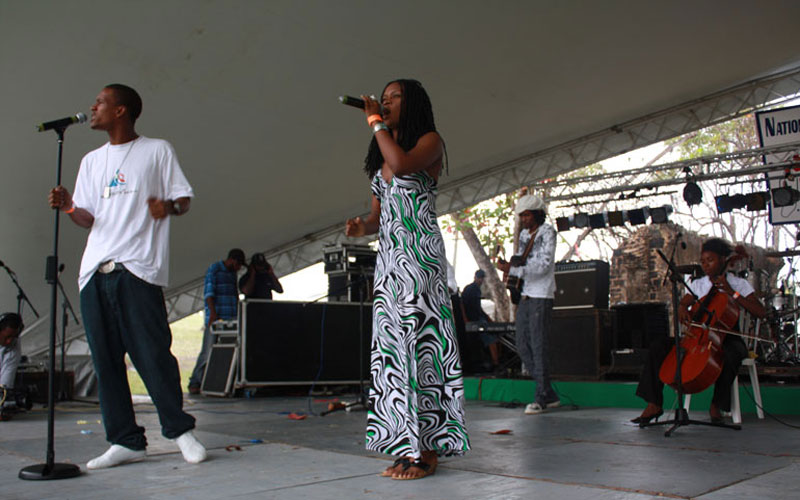 performing with Nyah, Skai, Ken Hardy & Soul Dreads